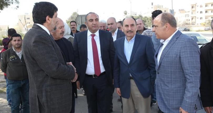 وزير الاشغال وأمين عمان يتفقدان تقاطعي مرج الحمام والحرية