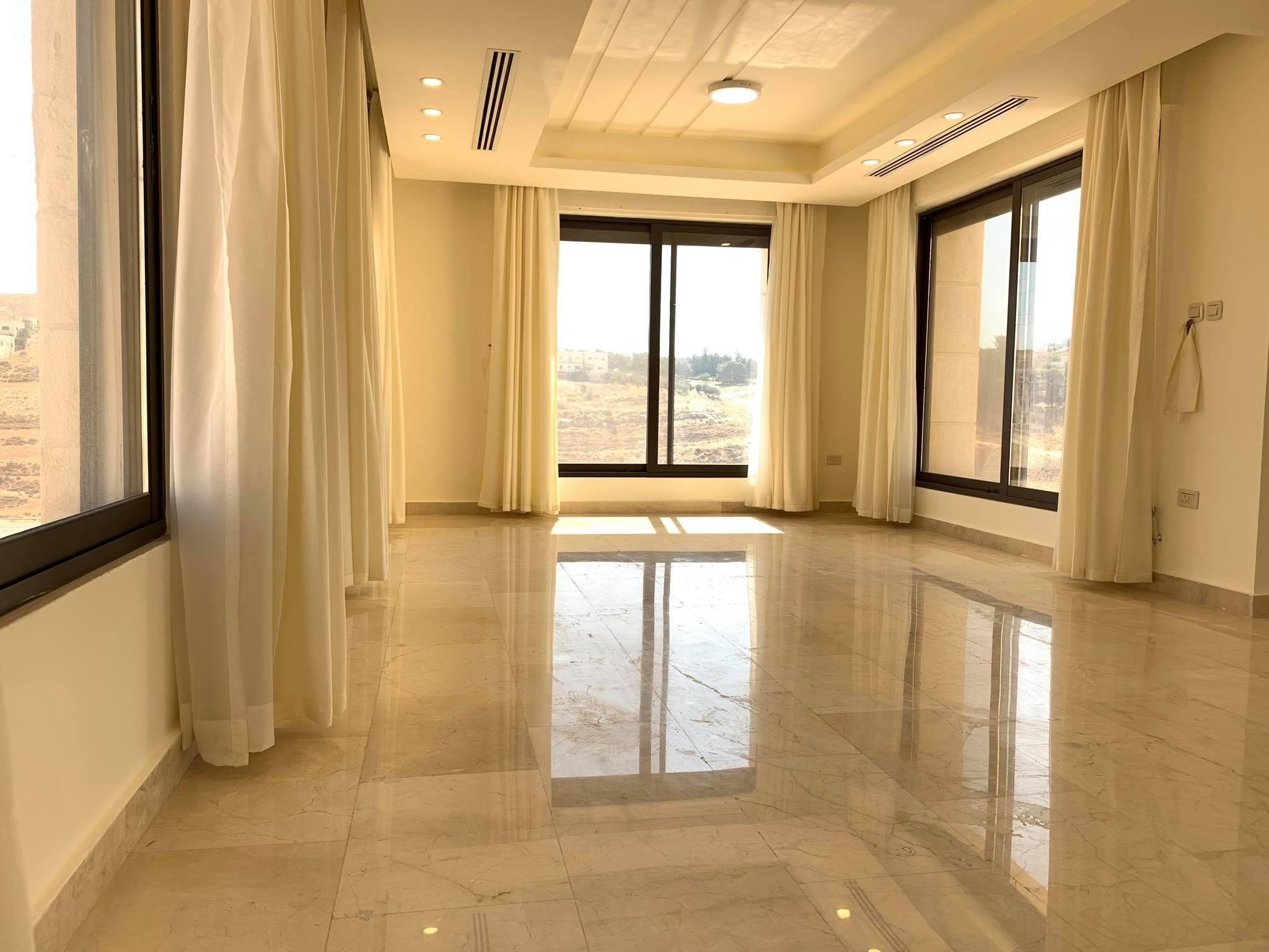 شقة طابقية 236 متر في دير غبار